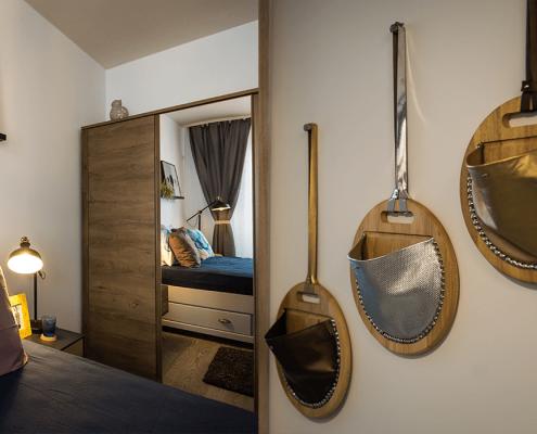 Amenajare dormitor, Wall Purse, proiect On the Go, design interior, amenajare interioara, solutii de design interior, mobilier, obiecte de decoratiune, design de produs, finisaje, culori, paleta cromatica, solutii personalizate de amenajare