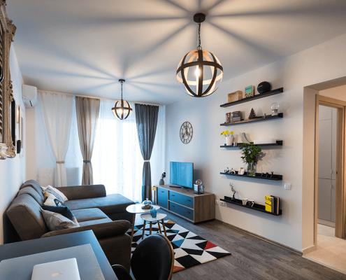 Proiect On the Go, design interior, amenajare living, amenajare zona living, amenajare hol, etajera, amenajare interioara, solutii de design interior, mobilier, obiecte de decoratiune, design de produs, finisaje, culori, paleta cromatica, solutii personalizate de amenajare